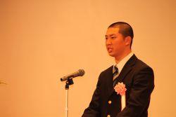 競輪学校を代表してスピーチする吉岡生徒